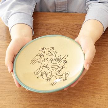 サイズは使い勝手のよい、19cmと9cmの2サイズ。温かみのある色合いとイラストだから、和食にもぴったりです。一見リサ・ラーソンとは気づかないというのも特別感がありますね。