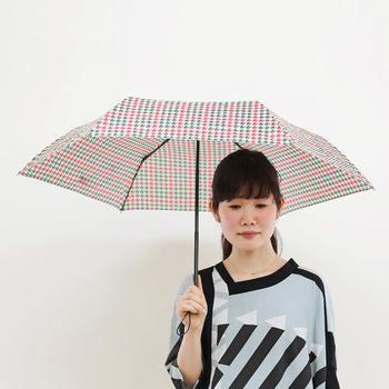 行く国によっては急なスコールなど、天候が崩れて急に雨が降ってくることももちろんあります。そこでサブバッグに入るサイズの軽量の折り畳み傘を1つ持っていると便利!