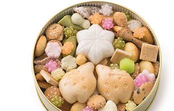 おせんべい、らくがん、コンペイトウなどを、一つ一つ丁寧に手作業で詰めた「ふきよせ」。フタを開けた瞬間、カラフルで懐かしい日本の干菓子に、大人も歓声をあげそう。