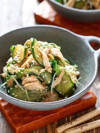 低カロリーなササミとキュウリを使ったサラダは、ダイエット中の方にもオススメ。クセになる中華風のごま酢でサッパリたっぷり頂きたいですね。