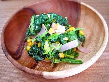 気温が高くなってくるとお弁当も傷みやすく、特に生野菜の取り扱いには気をつけないといけませんよね。そんな季節には火を通すホットサラダもおすすめです。水分が飛んで量も減るのでたくさん野菜が詰められますよ♪