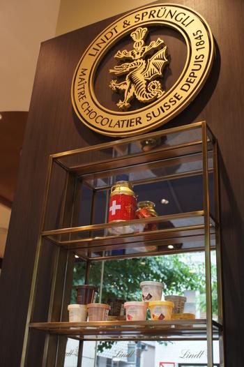 スイスのロドルフ・リンツ氏が1845年に創業した「リンツ」。ゴールドのロゴマークに歴史と風格を感じますね。