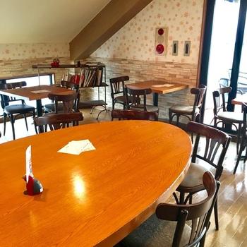 お席は41席。アットホームな雰囲気のカフェで、ゆったりとしたひとときを過ごせます。自由が丘であることを考えると、パンもリーズナブルです。本格的なパンのお味は、さすがビゴの店と唸らずにはいられません。