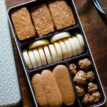 創業1972年。逗子・葉山マリーナのほど近くにある洋菓子店「パティスリー ラ・マーレ・ド・チャヤ」の、シンプルで素朴な味わいの4種類のクッキーの詰め合わせ。
