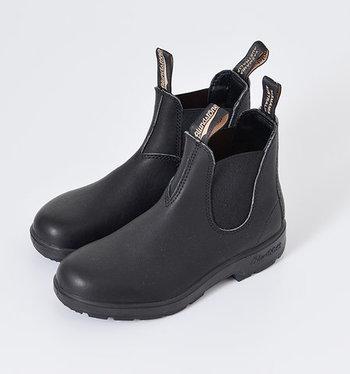 雨の日でも頼りになる、耐久性と機能性に優れた作り。靴底は高機能なウレタンフォームで衝撃を吸収するので、長く履いていても疲れづらいのが特徴です。