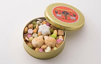 干菓子の中には、鹿の形の最中皮が入っており、ラベルとしっかりリンクしているのもオシャレ。
