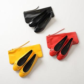フラットタイプなので、コンパクトに収納できるのも魅力の一つ。持ち運び可能なポーチ付きなので、バッグの中に入れておけるのも便利です。