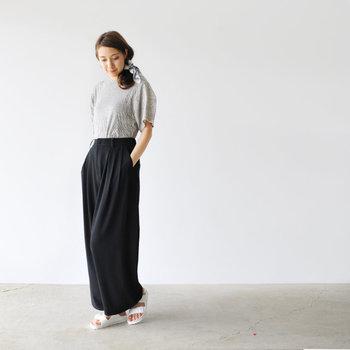 タウンユースのほか、ビーチサンダルとしても活躍してくれますよ。スカートもパンツもワンピースも、幅広いファッションに対応します。夏らしいカラーバリエーションも魅力的。