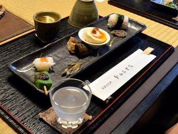 3日前までに予約をすれば、お食事をいただくこともできます。平日は2組、土日は1組限定となるので、奈良観光をする日が決まったら、早めに予約をすることをおすすめしますよ。
