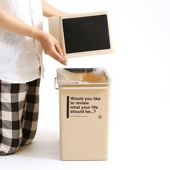 スムーズに開閉する蓋部分を取り外せば、内側に簡単にゴミ袋を取り付ける事ができます◎