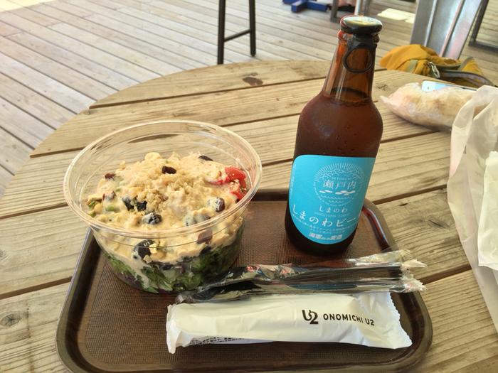 サラダとローカルビールをお昼から楽しむのも良いですね!