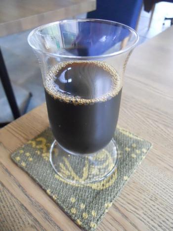 冷たい『ダッチコーヒー』。通常の倍量の豆を使っています。味を壊さないために、氷は入れません。