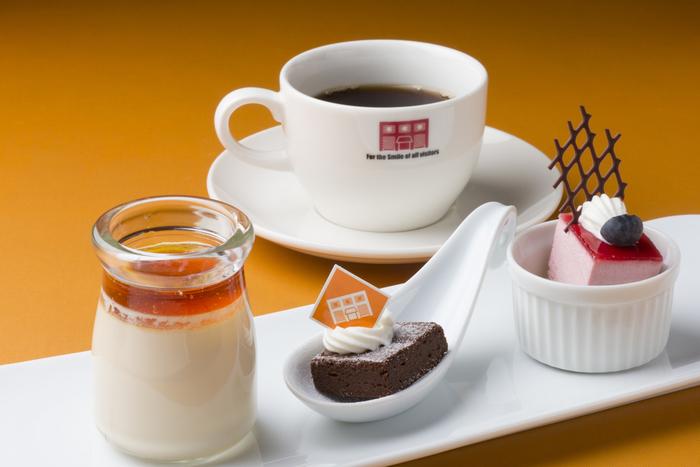 デザートは追加料金で楽しめます。  1階のデザートエリアで好きなデザート(10種類以上あります♪)を選んでみてくださいね!