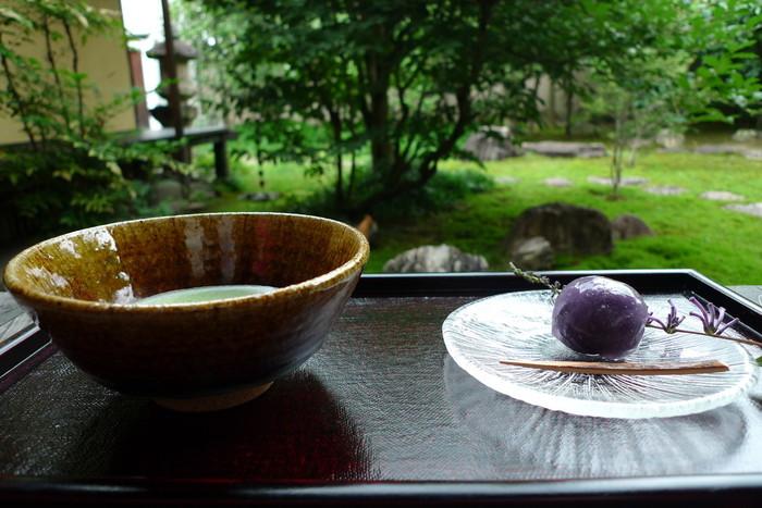 ちょっとした休憩として飲み物や甘味をいただくことができます。歴史的建造物での休憩は、ここならでは!奈良観光をするなら、ぜひ立ち寄ってみたい場所です。