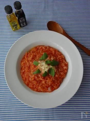 トマトジュースを使うから、調理時間はわずか10分。朝のバタバタしている日や、小腹がすいた時にも、手早くパパっと作れます。