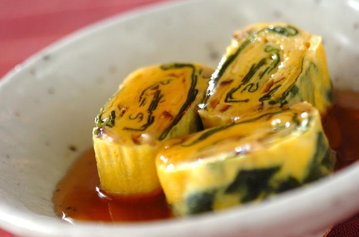 水溶き片栗粉でとろみをつけたあんをかけただし巻き卵は冷めにくく、お酒の肴としてもおすすめです。とろみがあるので、食べやすいんですよ。
