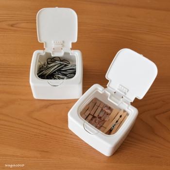 保存は蓋つきの箱に入れるアイデア。台所で手がふさがっていても、ワンタッチでオープンして取り出せて便利。