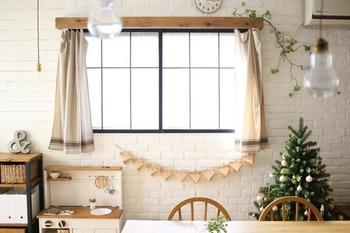 同じように三角を連ねてガーランド風に。壁が一気に可愛らしくにぎやかになりますね。
