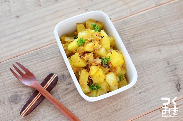 じゃこをカリっと揚げ焼きにすることで風味も増します。ニンニクの香りが食欲をそそります。  ■保存期間:冷蔵で5日