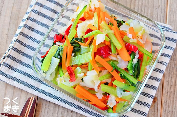 野菜不足が気になる時や、お弁当の彩りが寂しいときにおすすめのカラフルな温野菜。味の濃いおかずの付け合わせにしたり、ドレッシングで軽くあえてサラダにするのも◎  ■保存期間:冷蔵で4日