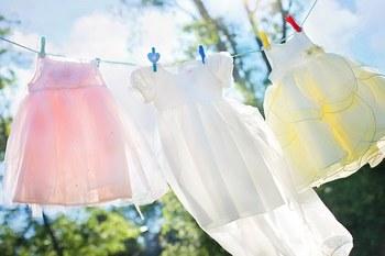 ピンチというと洗濯ばさみが真っ先に思い浮かびますね。でもピンチの使いかたはアイデア次第。吊るす発想をお家で探して、上手に活躍させませんか?