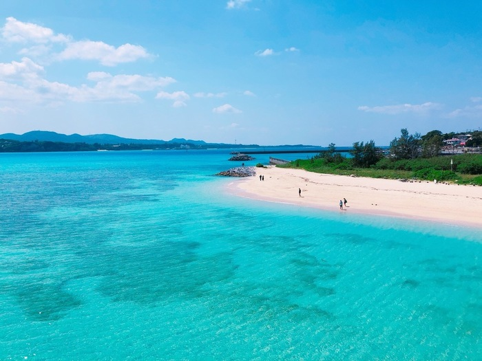 古宇利島ビーチは、沖縄本島北部の今帰仁村にある小さな離島、古宇利島に広がるビーチです。