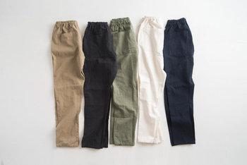 バックにポケットが2つついた、ダブルポケット仕様。カラーはチノ、ブラック、カーゴ、ホワイト、デニムの5色。