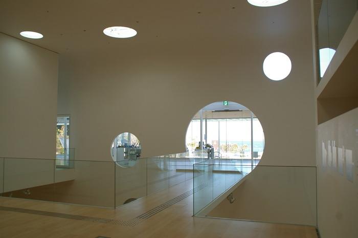もちろん館内もとってもおしゃれ!どれだけ時間があっても足りないほど見ごたえがあるうえ、居心地のいい美術館です。日頃の疲れを癒しに訪れてみることをおすすめします。