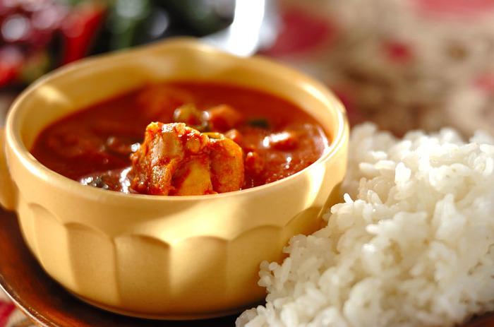 北インドの定番料理、バターチキンカレーをトマトジュースで再現。バターのコクを生かし、スパイシーでありながらマイルドな口当たり。後を引くおいしさです。