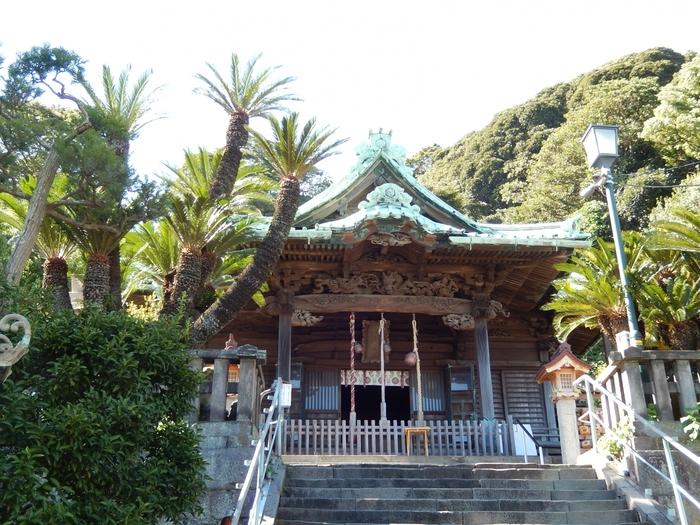 パワースポットとしても知られる叶神社。勾玉を手に入れるのはもちろんですが、「西叶神社」では社の彫刻群にも注目してみましょう。1842年に作られたもので、その数は230を超えるのです。とても見ごたえのある彫刻なんですよ。