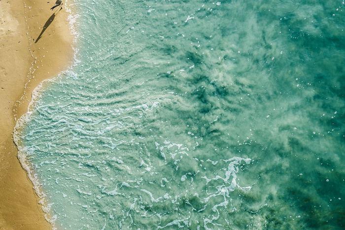 地球が誕生したのは、46億年前。当時、私たちの知るような「海」は存在せず、長い時間をかけて海が形作られると、塩辛い海水となったのはそれから6億年ほど後といわれています。