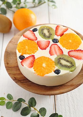 豆乳を使ったレアチーズケーキ。色とりどりのフルーツが美しく、おしゃれなカフェメニューのようなケーキ!ホームパーティーやお家で♪orお友達を呼んでのカフェタイムにもぴったり♪