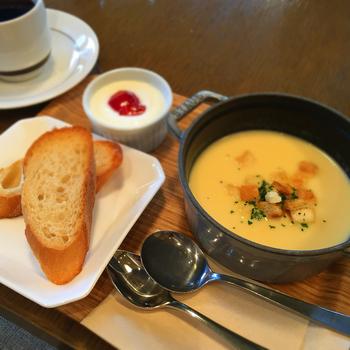 こちらはスープモーニングのセット。寒い日はあたたかいスープで一日のスタートを切れば、身も心もほっこりしそう。