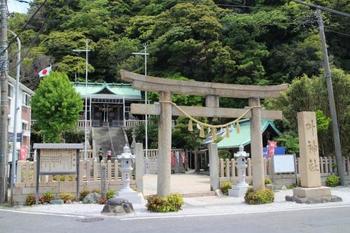 現在の西浦賀にあった浦賀村が、1692年に西と東の2つに分かれてしまいました。東の村人から東浦賀にも叶神社を!という願いから創建されたのが「東叶神社」です。