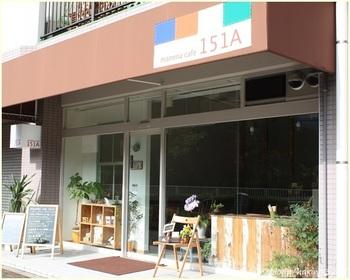 東京都現代美術館の向かい側にある「mammacafe151A(マンマカフェイチゴイチエ)」は、赤ちゃんから年配の方まで安心して食べられる食材を使ったお料理や飲み物がいただけるカフェです。