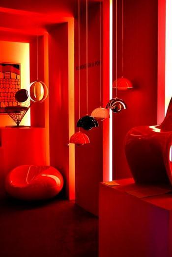 お買い物をする前に、まずは巨匠たちの名作家具で芸術を愛でる目を養いましょう。ハンス・J・ウェグナーやフィン・ユール、アルネ・ヤコブセン、 ポール・ヘニングセンなどなど錚々たるデザイナーたちの家具を堪能することができます。