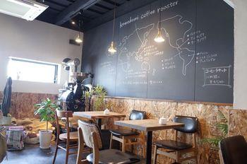 お店の奥に鎮座するのはコーヒー豆の焙煎機。生豆で仕入れたスペシャリティーコーヒーを、自家焙煎で提供してくれます。
