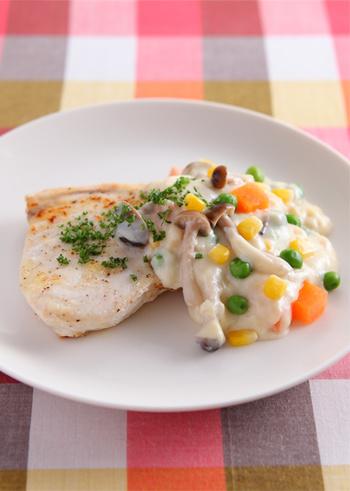 ホワイトソースも覚えておくとお魚でもお肉でも色々なお料理で使えますね。ホワイトソースはマーガリンやバターを使うのでカロリーも高めですが、豆乳を使うことによって少しだけカロリーがセーブできて◎!
