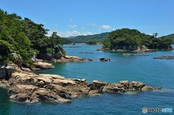 ライオンが寝ているように見える「横島」、まるで海に浮かんでいる潜水艦のような「オジカ瀬」など、島にはそれぞれ名前が付けられています。