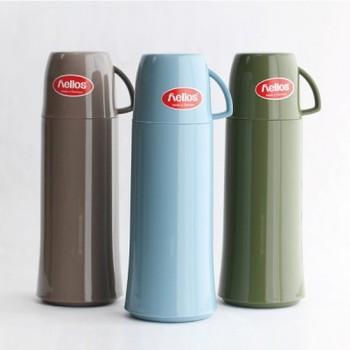 ドイツの老舗魔法瓶メーカー「helios(ヘリオス)」の水筒は、魔法瓶なので熱いコーヒーをそのまま持ち歩くことができます。内側がガラス製になっているので、コーヒーの味や香りを損なうことがありません。サイズは0.25L、0.5L、0.75Lの三種類。色も落ち着いたカラーが揃っています。