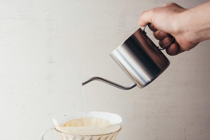 一杯分のコーヒーを淹れるために作られたワンドリップポット。150mlのお湯を入れることができ、注ぎ口が細くなっているので飛び散ることがありません。ハンドドリップがうまくできるポットです。