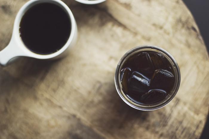 コーヒーは温度が高いほど酸化しやすいもの。酸化を防ぐなら、暑い夏場などはアイスコーヒーがおすすめです。濃いめに抽出するほうが、味をしっかりと感じられます。