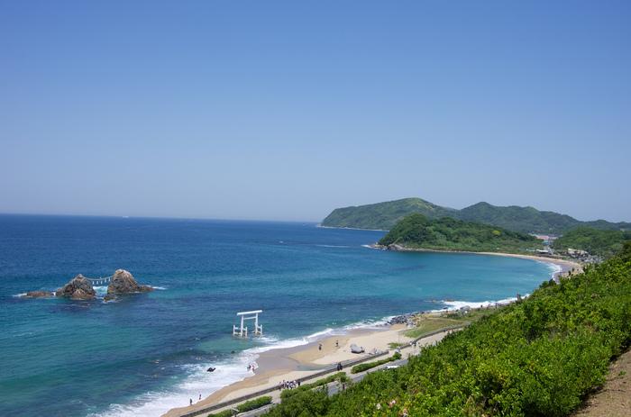 福岡県北西部に位置する糸島半島。海や山などの自然に囲まれ、食文化が豊かな場所として、移住先としても大きな注目を集めています。
