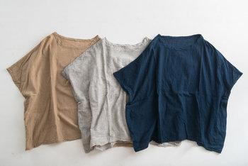 夏に時折ふく、心地よい風をはらんでくれそうな「シャツブラウス」。ゆったりとしたバルーンパンツと着こなせば、エアリーなスタイリングが楽しめます。バルーンパンツを、大人のシンプルスタイルに仕上げやすい「襟付きシャツ」「プルオーバーブラウス」「ノースリーブブラウス」をピックアップいたしました。