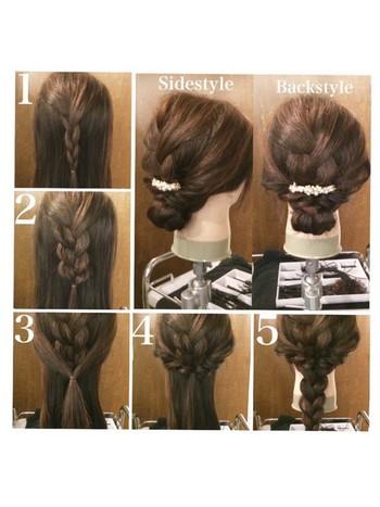 1.トップの髪を三つ編みにします。 2.三つ編みの編み目をほぐします。 3.両サイドの髪を取り後ろで一つに束ねてくるりんぱします。 4.くるりんぱした髪をほぐします。 5.残った髪を一つの大きな三つ編みにします。 6.三つ編みの毛先からクルクルと巻き上げてくるりんぱの下でピンを使って固定し完成♪