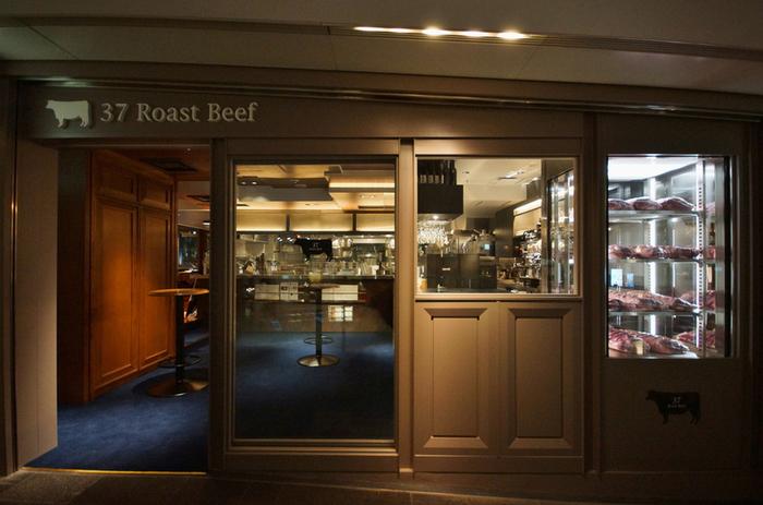 熟成肉や最近のステーキブームの火付け役でもある「37 Steakhouse&Bar」の姉妹店。表参道ヒルズにある店舗が「37 Roast Beef」。お店の名前の通り、ローストビーフの専門店なんです。これは期待できます!