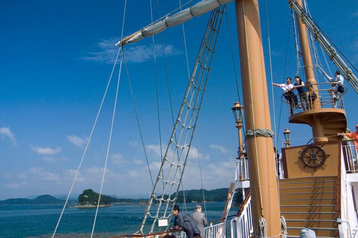 澄み渡る空と青い海、そして、心地よい潮風を感じながら、冒険のようなワクワク感のあるクルージングを楽しみましょう!