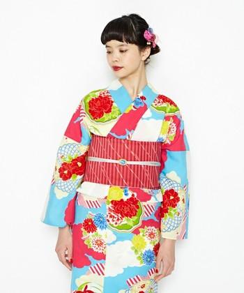 今年は特に、レトロモダンな柄の浴衣がトレンドですよね♪そんな雰囲気の浴衣には、ワンカラーの赤いネイルがとても似合います。