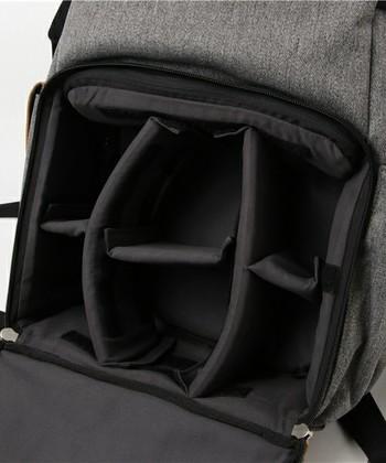 取り外しできる仕切り付きで、中に入れるものを安定させ衝撃から保護してくれます。