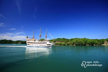 九十九島を満喫するには、島を巡る遊覧船が一番です!九十九島パールシーリゾートでは、島を巡る船やヨットセーリングなどが出航しているため、船の上から迫力満点の島々を間近で見ることができます。